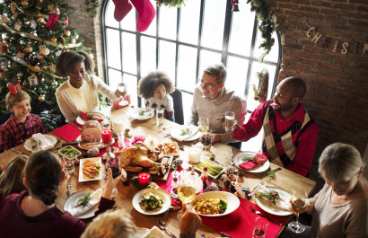 5 Ways To Spread Holiday Cheer To Your Neighbors