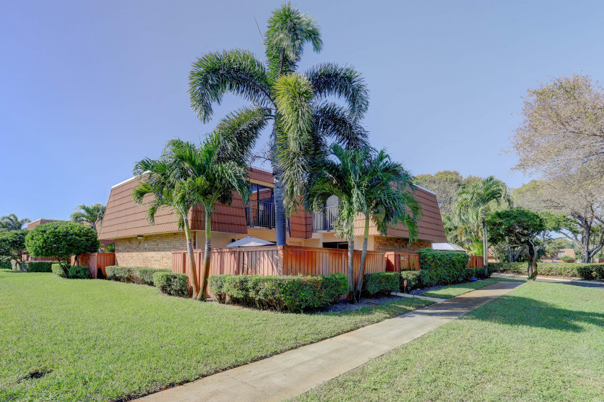2882 SW 11 Place | Deerfield Beach | Waterford Courtyards |  Homes For Sale |