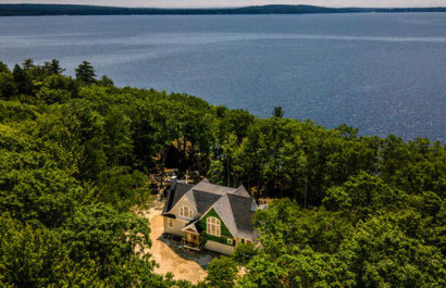 RE/MAX Shoreline's Waterfront Properties Give Summer a Splash!