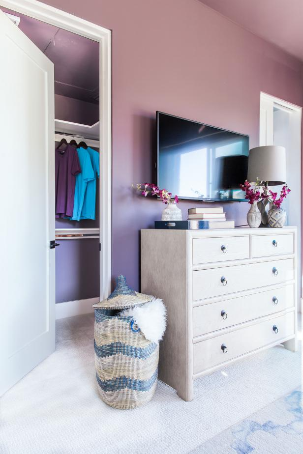 The terrace bedroom has a walk-in closet with built-in storage system
