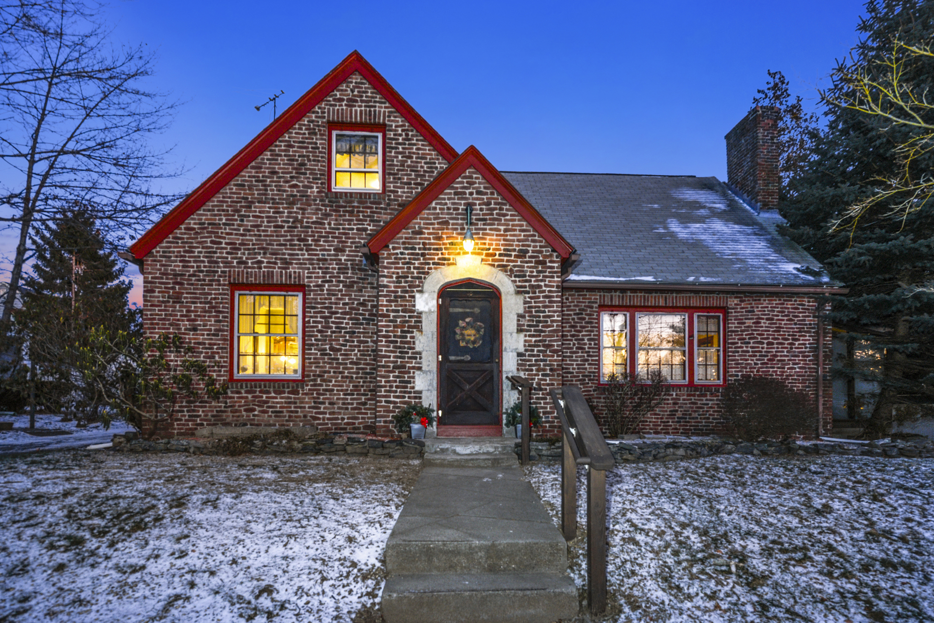 18 Dartmouth Ave, Warwick, RI | Sat 1/11 from 11:00 - 1:00pm