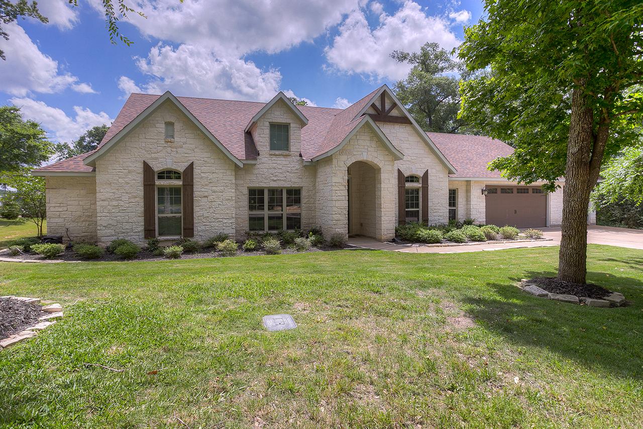 1466 River Oaks Drive Huntsville TX