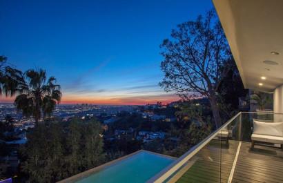 Hollywood Hills: 8796 Hollywood Blvd.