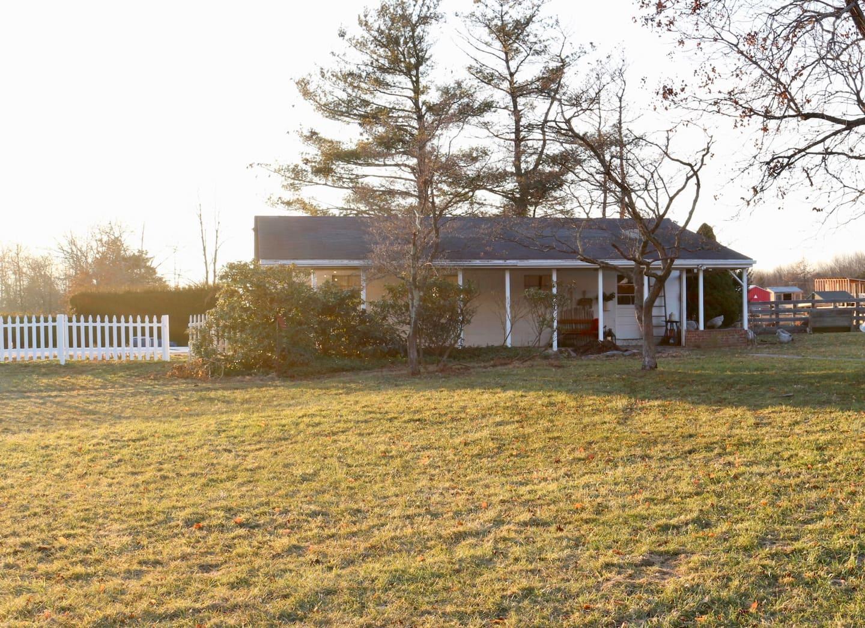 Rustic Cottage on 50 Acre Farm