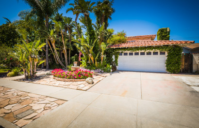 Rare 4 bedroom majestic home offering your own private oasis!