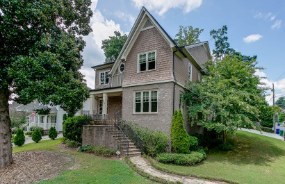 2804 Georgian Drive W | Featured Listing | Team Kelly Did It Again