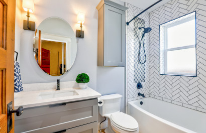 10 Clever Hacks To Make The Most Of Your Tiny Bathroom