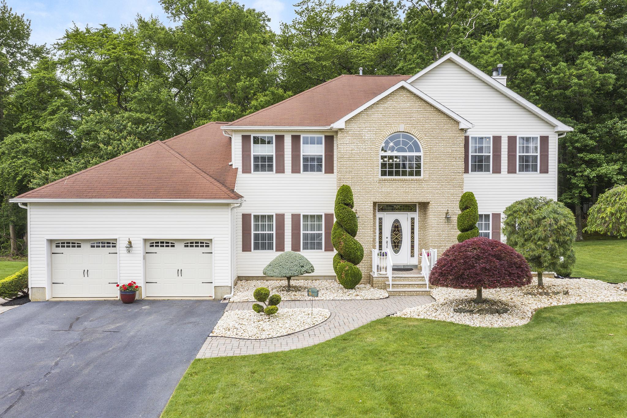 23 Red Oak Court | Monroe, NJ 08831