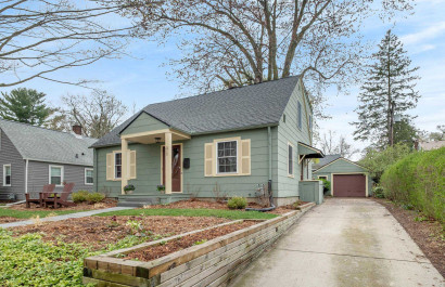 Wildwood Park/Arborview Neighborhood with 3-4 bedrooms and 2 full baths