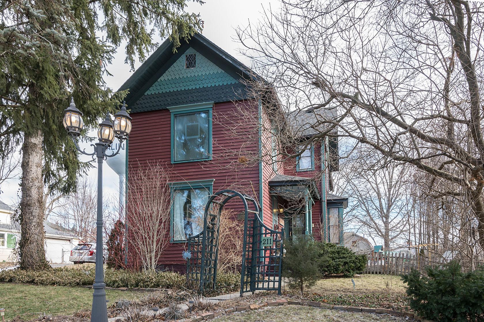 211 S Ann Arbor St, Saline, MI 48176-1303