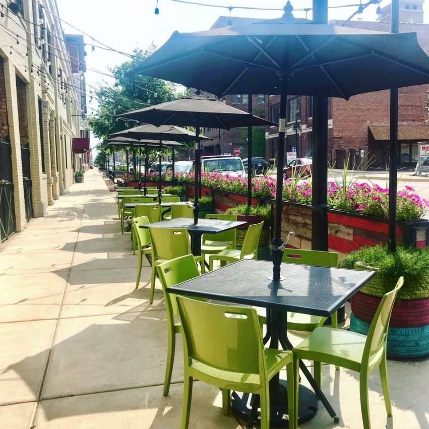 Outdoor Dining Spots In Around Peoria Il