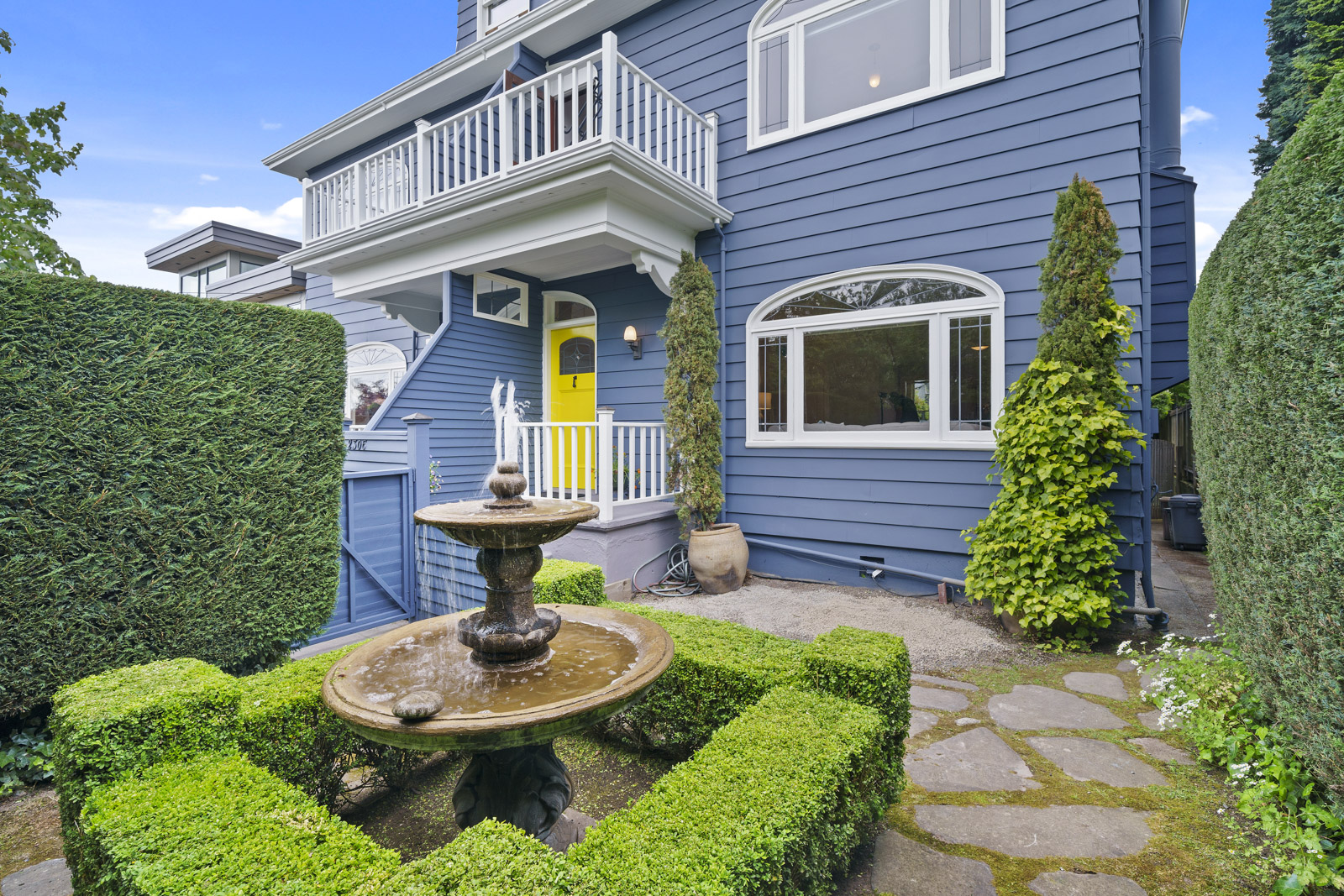 San Francisco Style Townhouse | 2306 11th Ave E Seattle, WA 98102