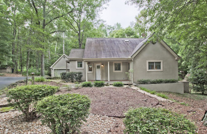New List + Open House | Charming Cottage with Private Neighborhood Lake