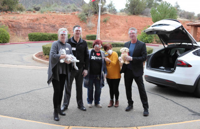 Sedona's Top Real Estate Team Brings Robotic Pets To Seniors During COVID Lockdowns