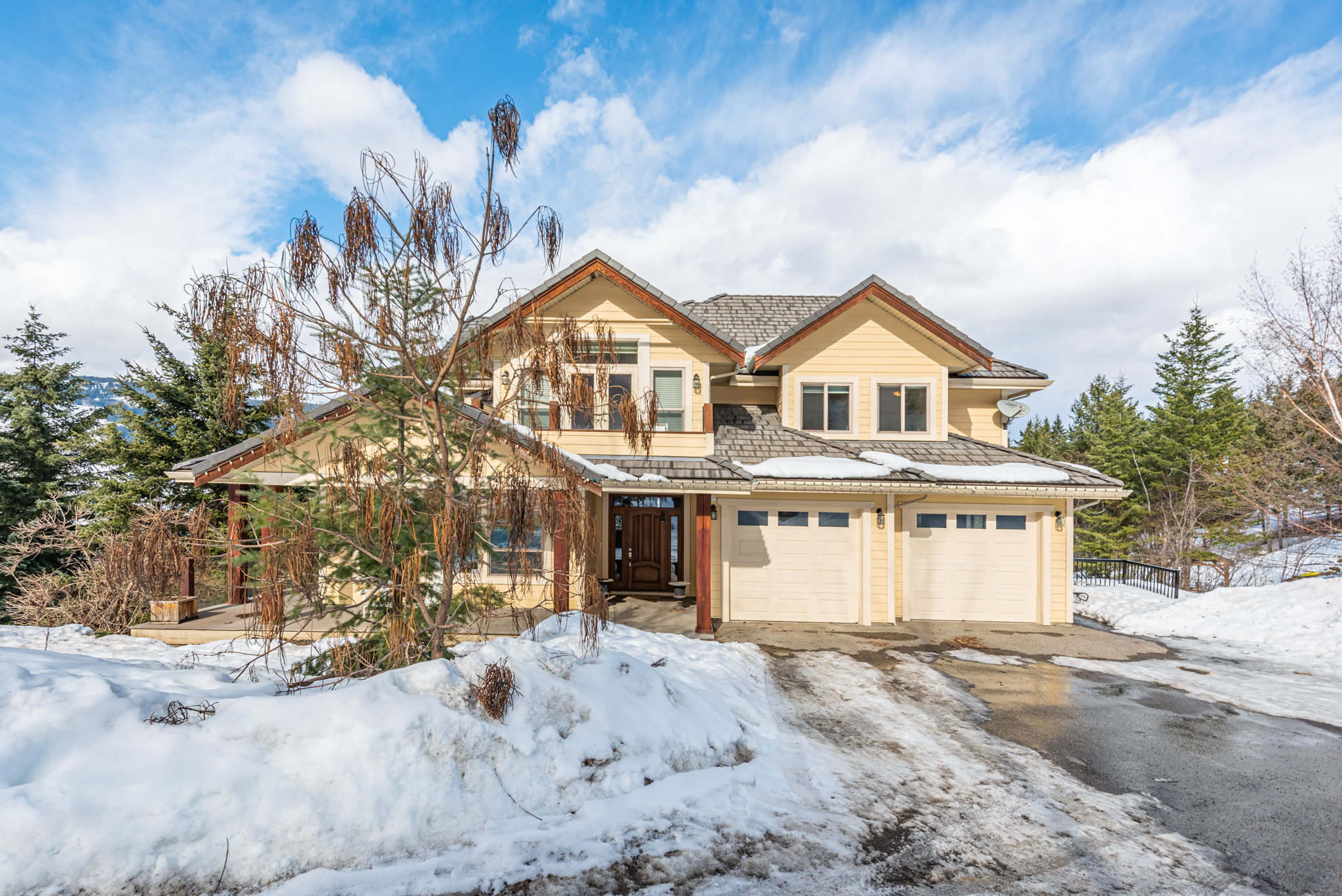 4004 Coachwood Close, Coldstream, BC V1B 3Y4