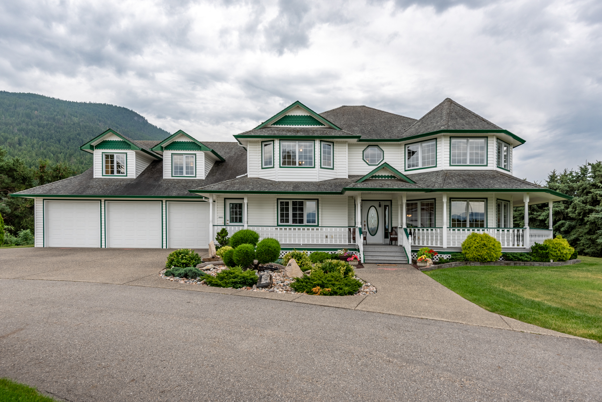135 Pleasant Valley Cross Road Armstrong, BC Featured Listing