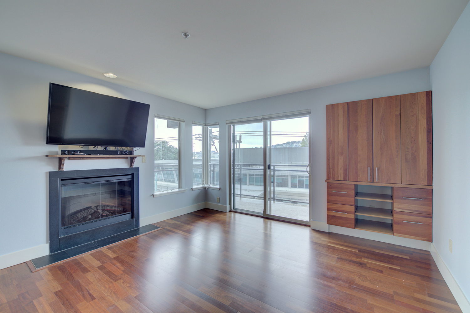 Excellent Eastlake Seattle Rental Condo | RE/MAX Integrity Property Management