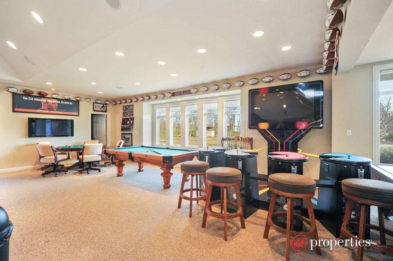 Former Bears Great Brian Urlacher's Libertyville Home is For Sale