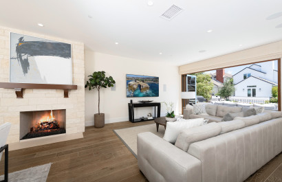 511 Carnation Avenue presents an ambiance both sophisticated and welcoming