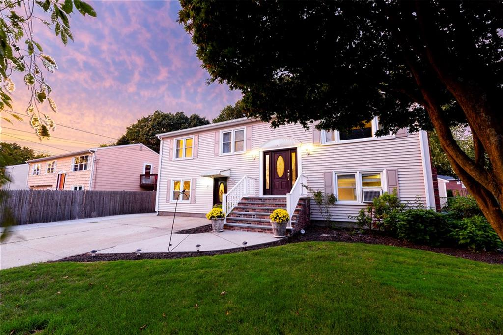 595 Smithfield Rd, North Providence, Rhode Island I Sun 10/20 from 12:00-1:30PM