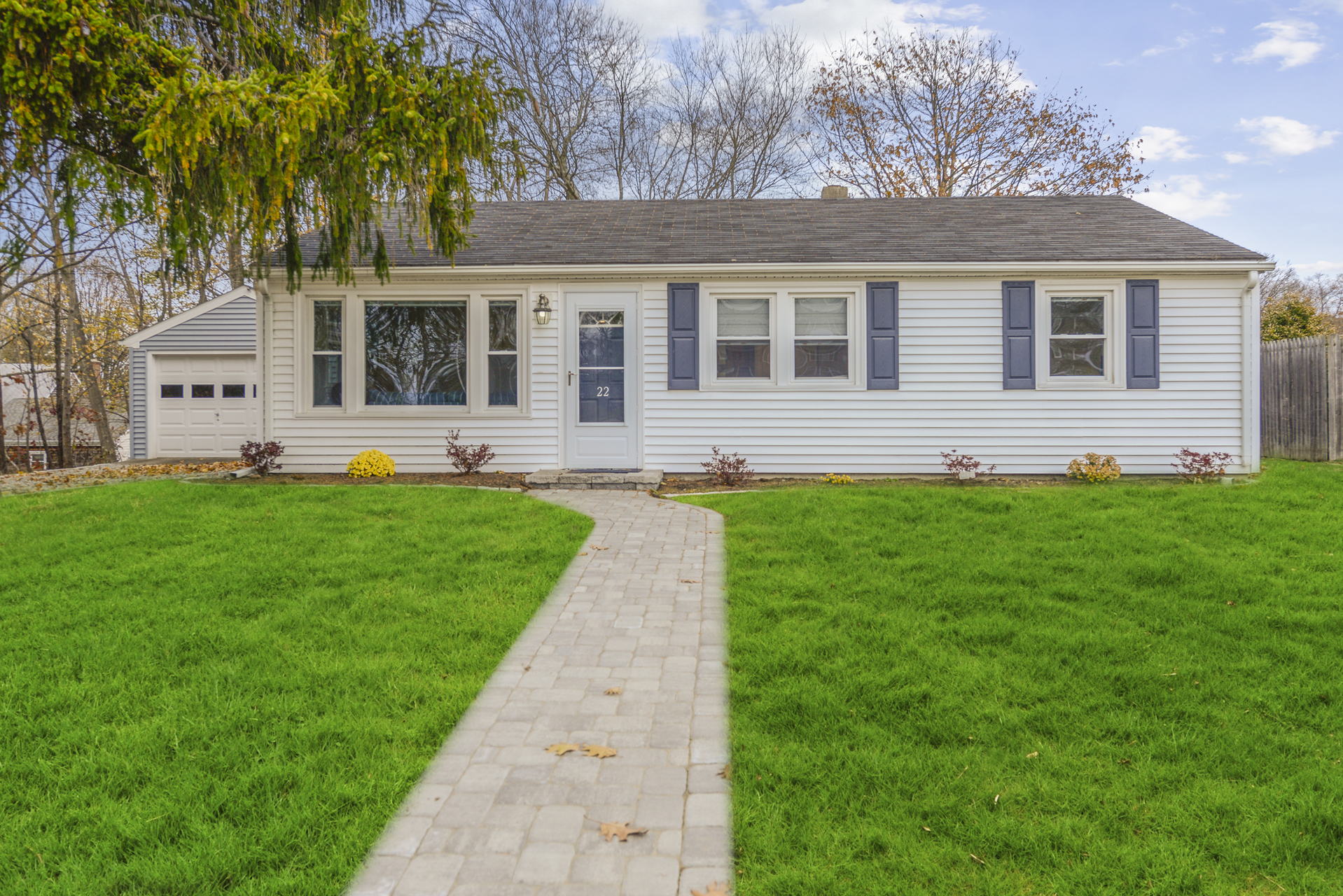 22 Greenway Dr, Bristol, Rhode Island I Sun 11/24 from 11:00-1:00PM