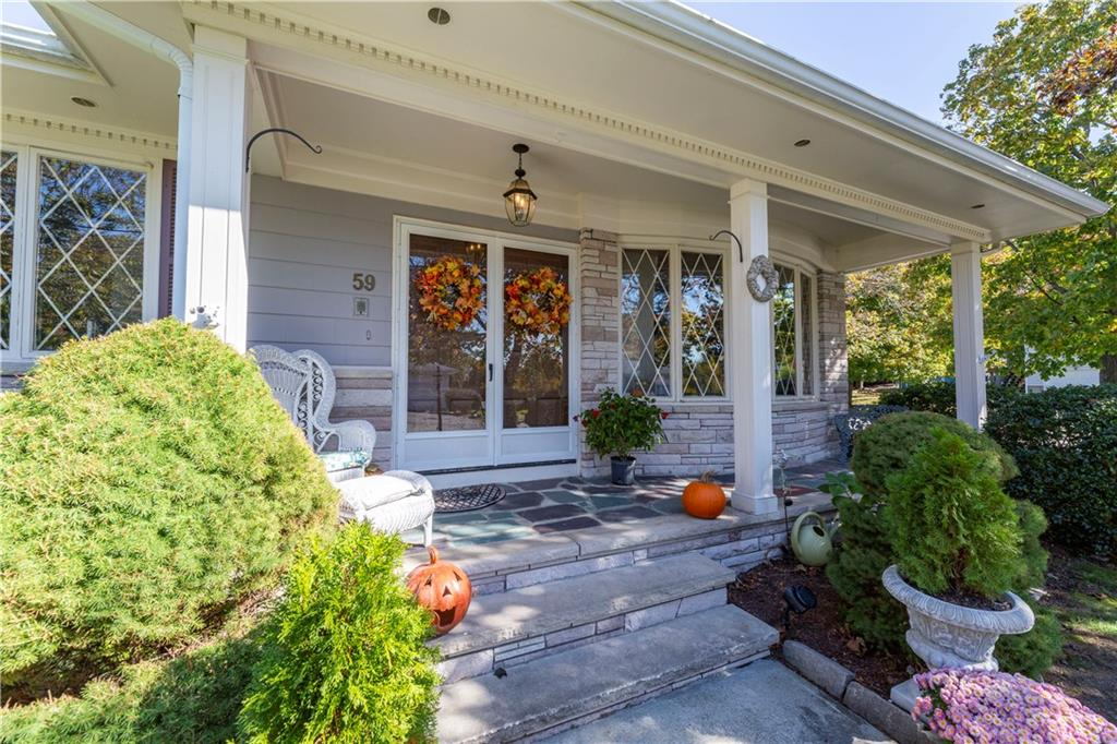 59 Woodhaven Blvd, North Providence, Rhode Island I Sun 12/8 from 12:00-2:00PM