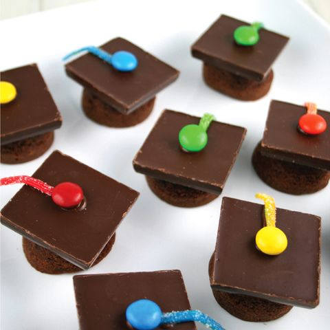 Graduation Cap Cupcakes  - Graduation Party Ideas