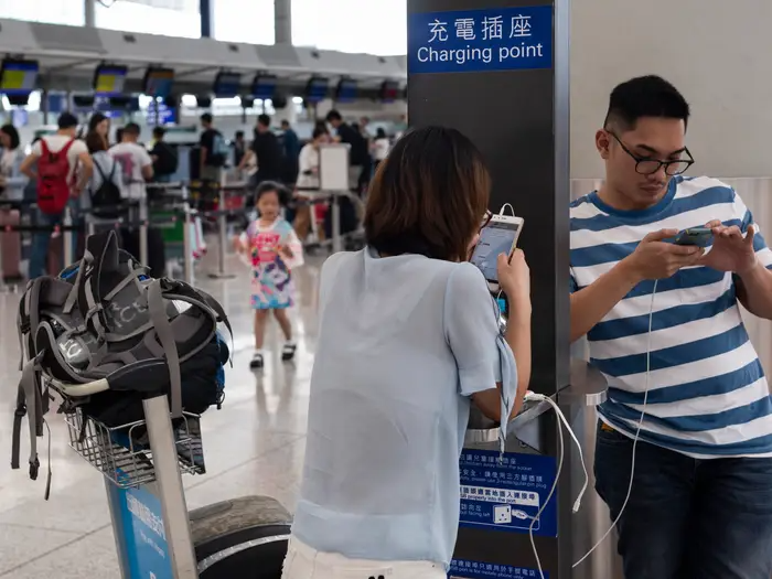 charge phone airport