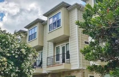Townhome in unbeatable central Austin location with views of downtown