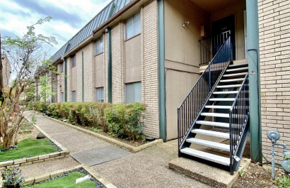 Two bedroom condo in convenient Central Austin location