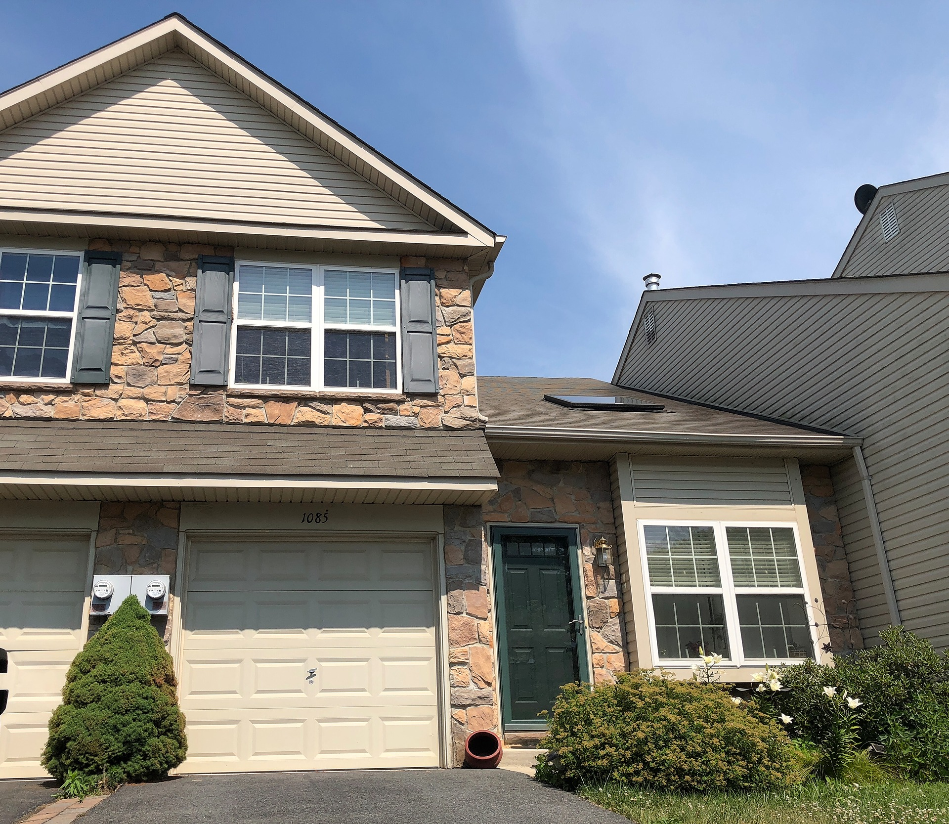 Lower Macungie - 3 Beds 3 Baths $215,000