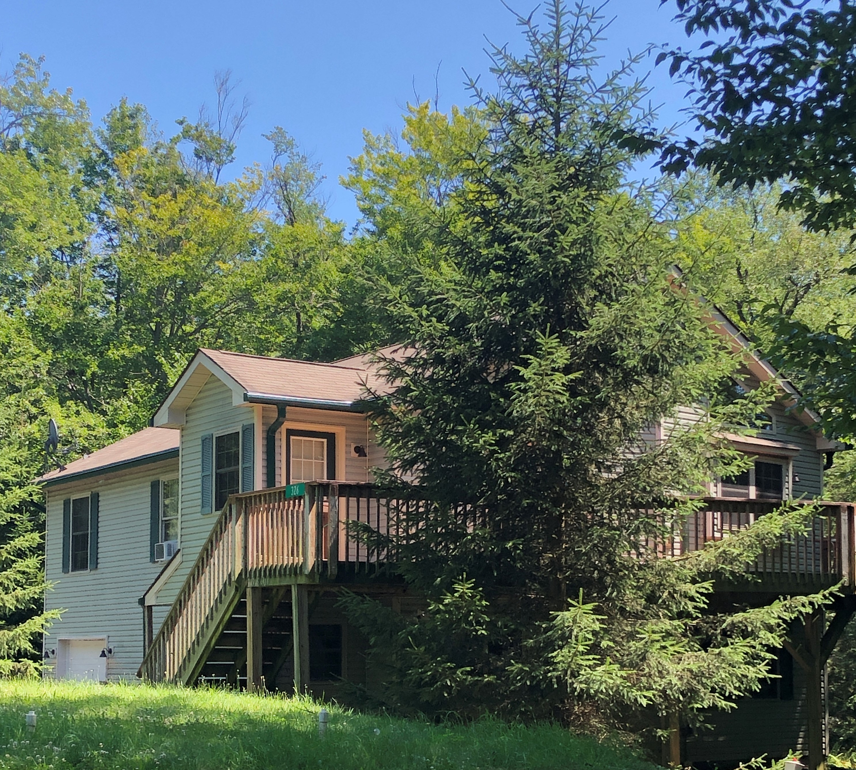 Pocono Lake – 5 Bedroom 3 Bath $230,000