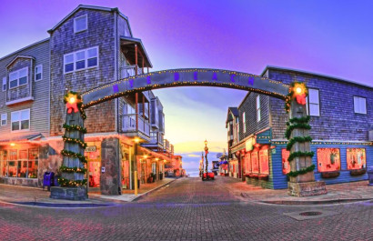 The Best Places To See The Holiday Lights On The Oregon Coast
